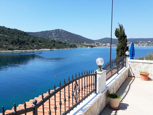 accommodation, small beach - Trogir, Croatia, apartments