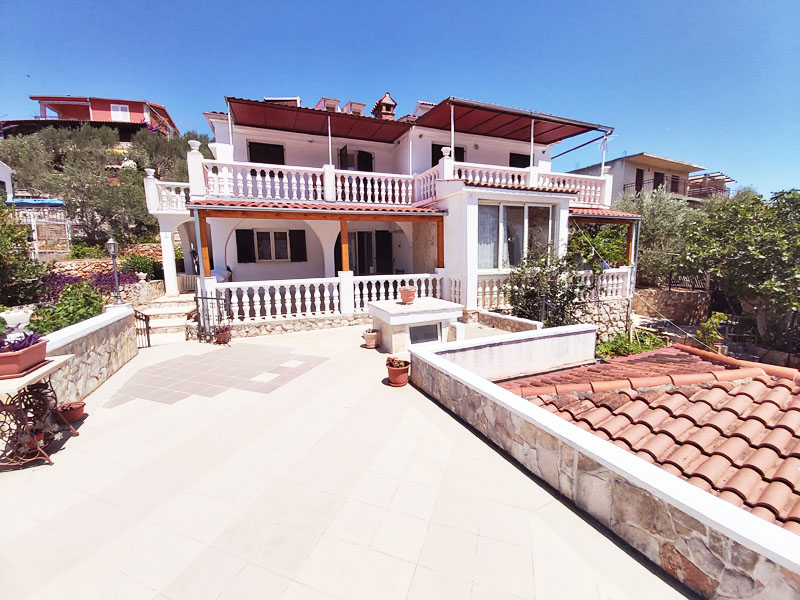Croatia accommodation Trogir, beachfront villa Carmen vacation